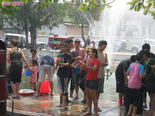 תאילנד חוגגים חג המים