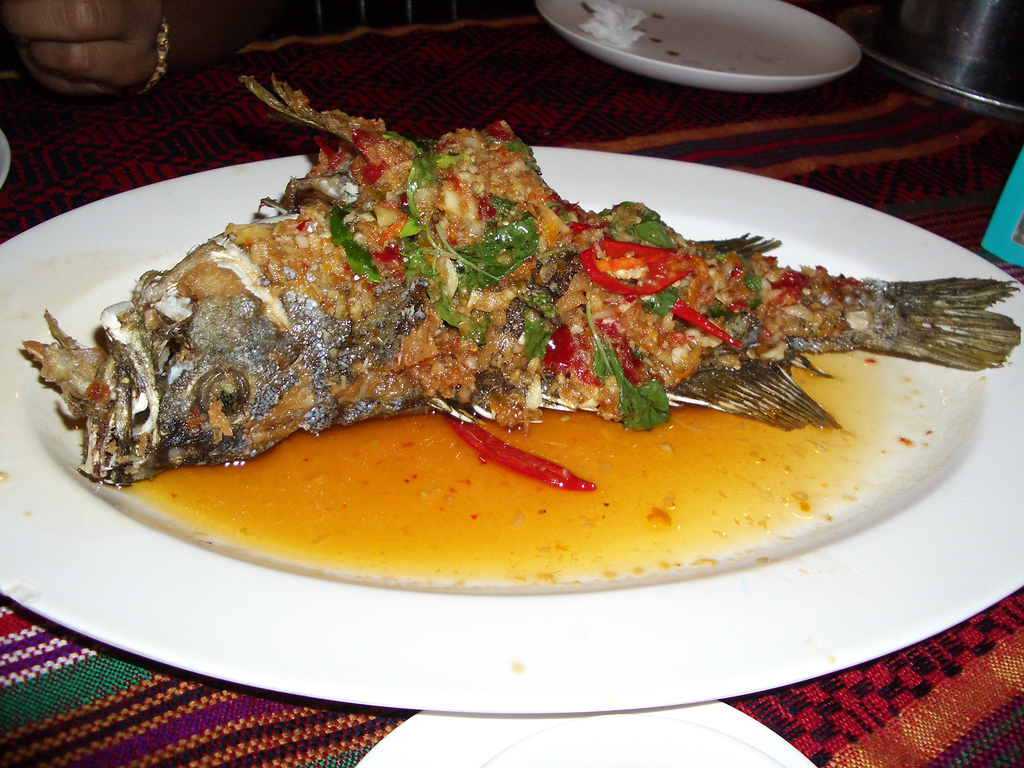 Grouper fried with chile, garlic and basil